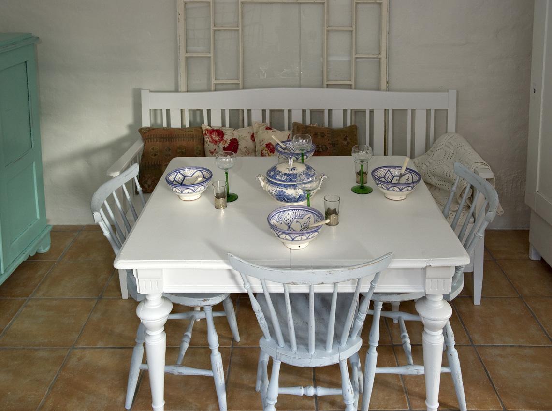 Fint Koksbord :  loda  Butik Lanthandeln Fint gammalt matbord med svarvade ben SoLT