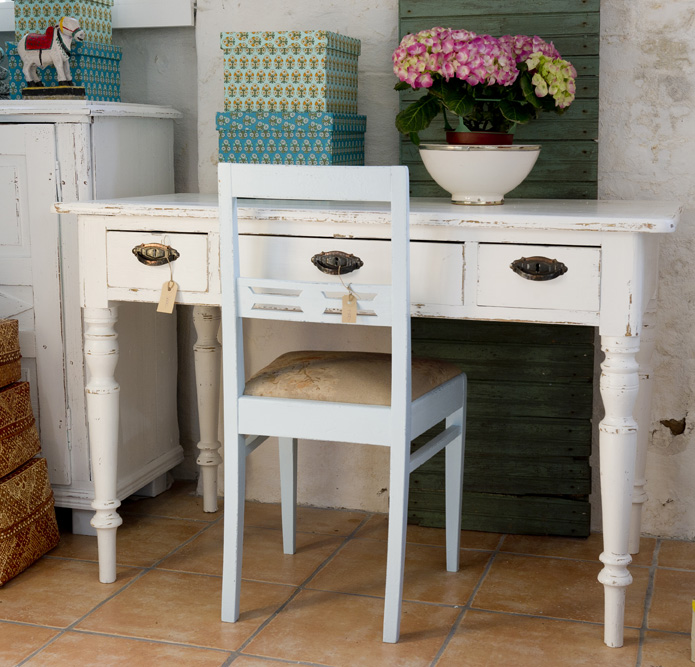 hylla rusta ~ butik lanthandeln  fint gammalt skrivbord i vitt sÅlt