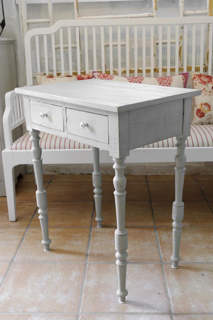 Butik Lanthandeln Grått litet bord med lådor SåLT