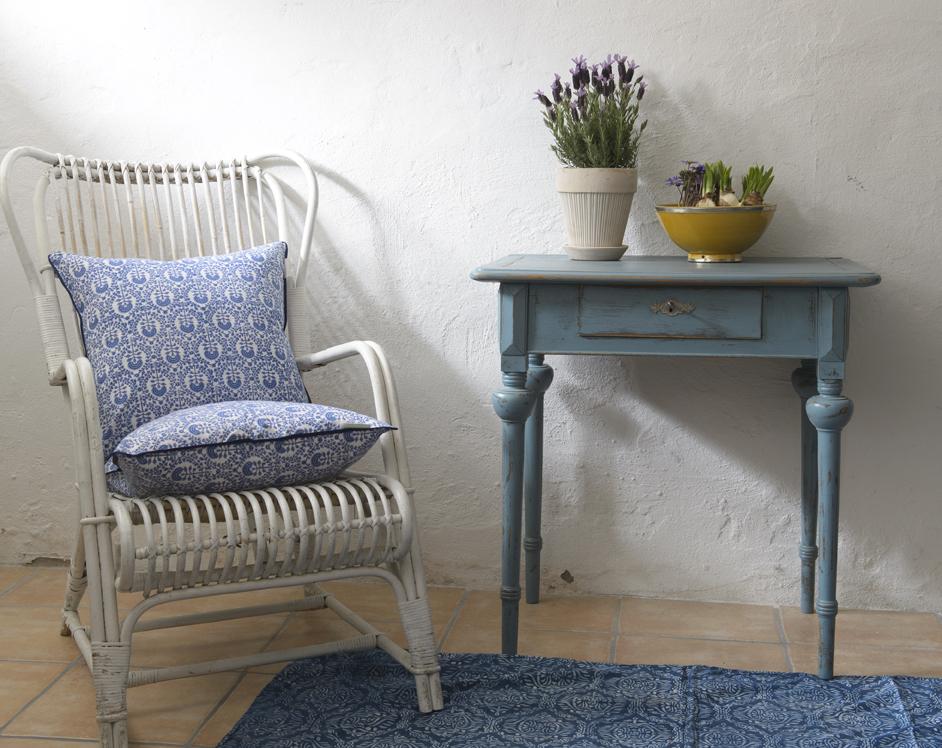 Butik Lanthandeln Litet fint avlastningsbord i blått SåLT