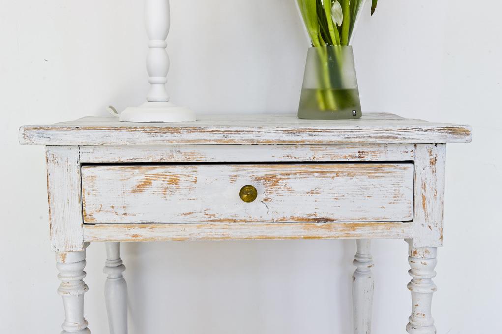 Butik Lanthandeln Litet grått avlastningsbord med låda SåLT