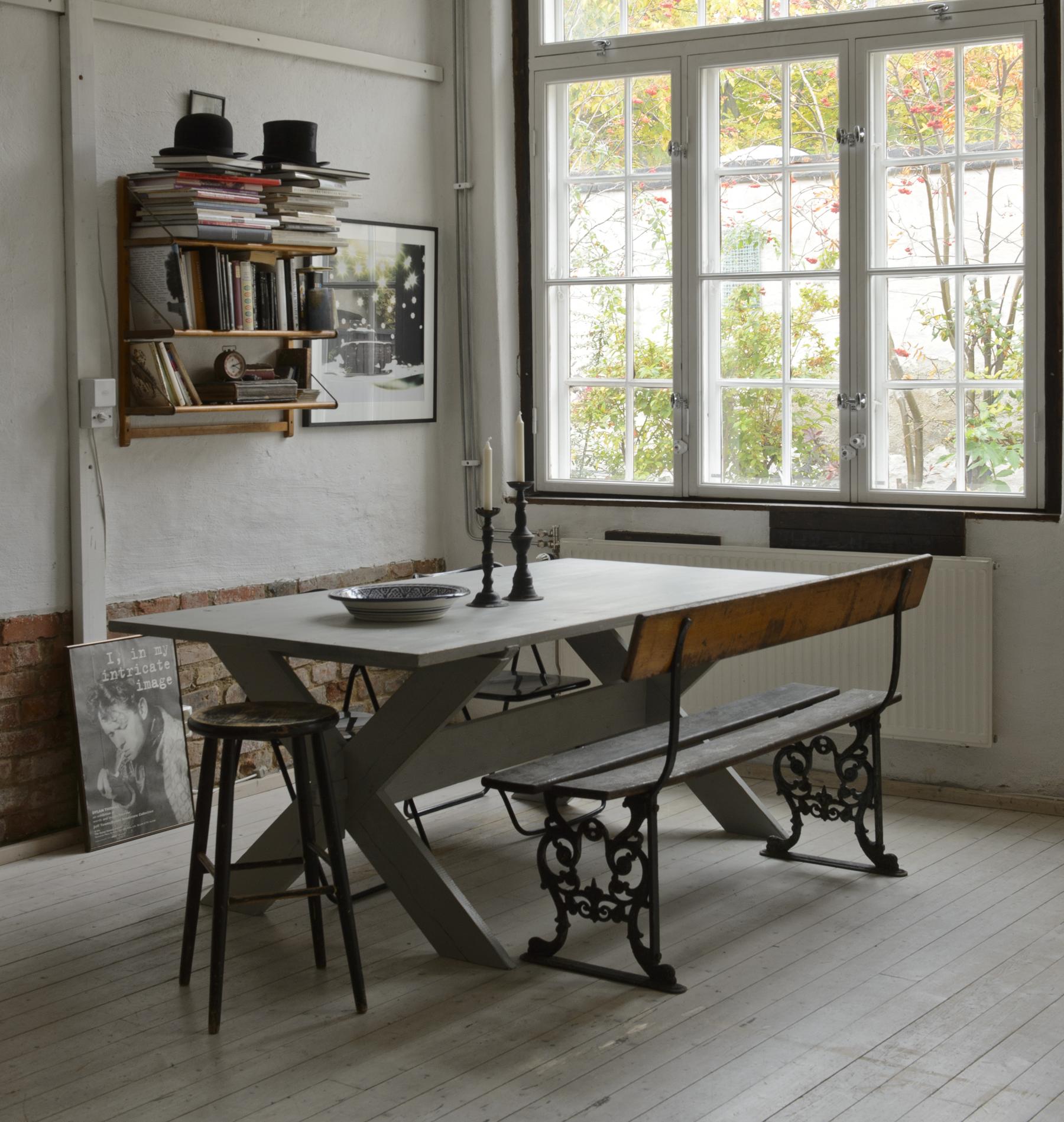 Stort rustikt matbord