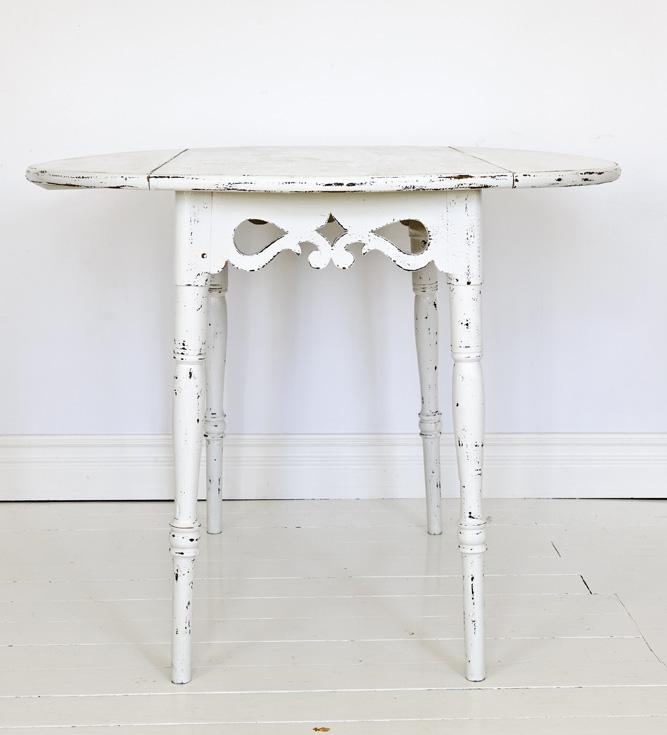 litet k?k runt bord  Runt litet bord eller rund sittpall av svart