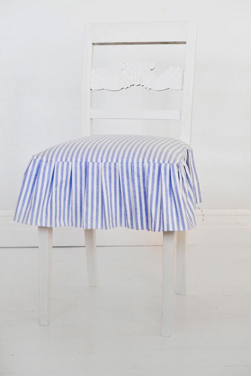 Två vitmålade stolar  SÅLD