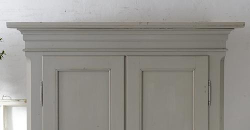 Fint gammalt klädskåp med dubbla dörrar   SÅLT