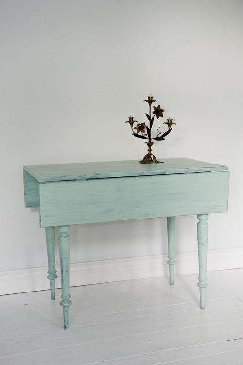 Turkos-grönt vackert gammalt bord    SÅLT