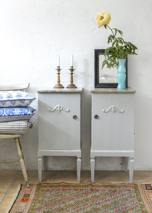 Gamla sängbord i grått    SÅLDA