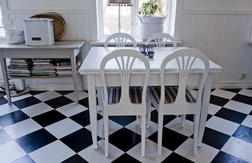 Vitt gammalt matbord   SÅLT