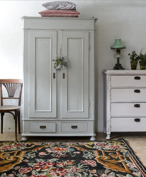 Fint gammalt skåp med dubbla dörrar    SÅLT