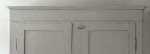 Stort antikt klädskåp med dubbla dörrar    SÅLT