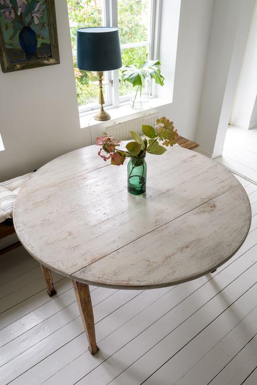 Vackert rustikt matbord