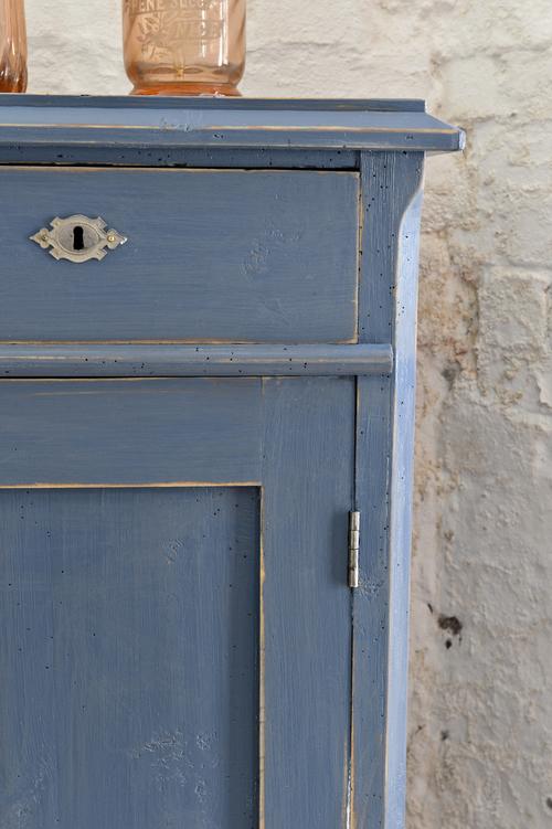 Vackert skåp i blått    SÅLD