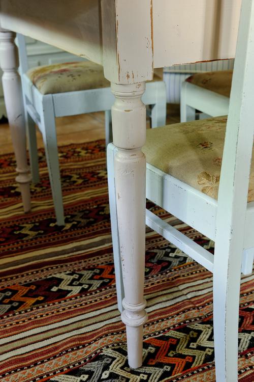 Blekrosa gammalt klaffbord   SÅLT
