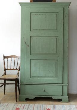 Ljuvligt gammalt skåp i grönt