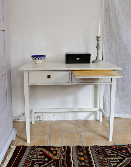 Charmigt gräddvitt skrivbord    SÅLT