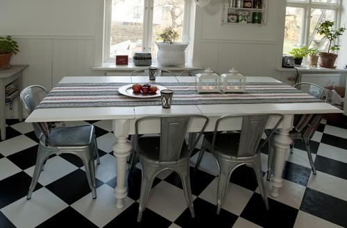 Stort vackert matbord  SÅLT