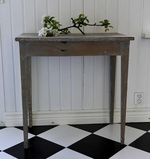 Gustavianskt bord   SÅLT