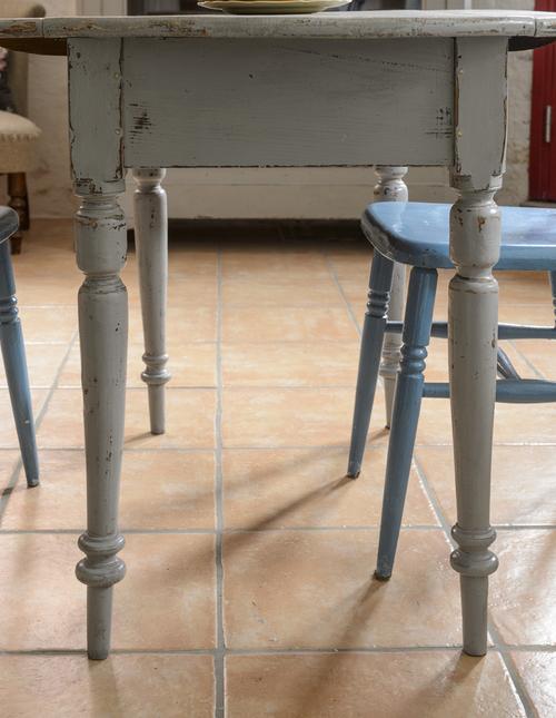 Runt och fint gammalt klaffbord     SÅLT