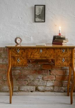 Gulligt litet skrivbord från 1800-talet