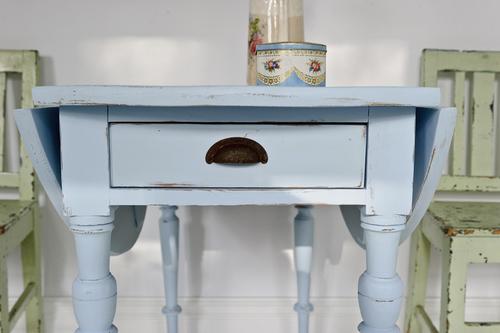 Charmigt klaffbord i pastell blått    SÅLT