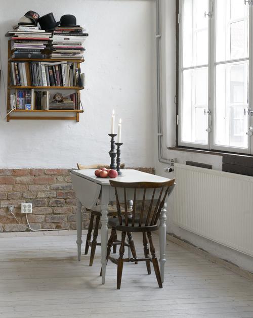 Charmigt klaffbord till det lilla köket     SÅLT