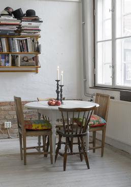 Charmigt klaffbord till det lilla köket