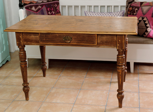 Snyggt brunt bord     SÅLT