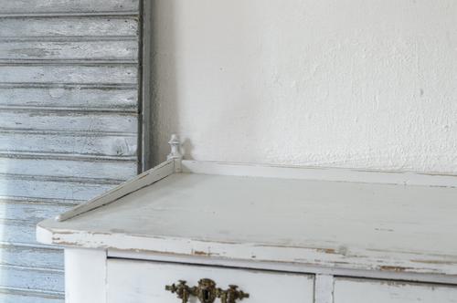 Ljusgrått gammalt skrivbord   SÅLT