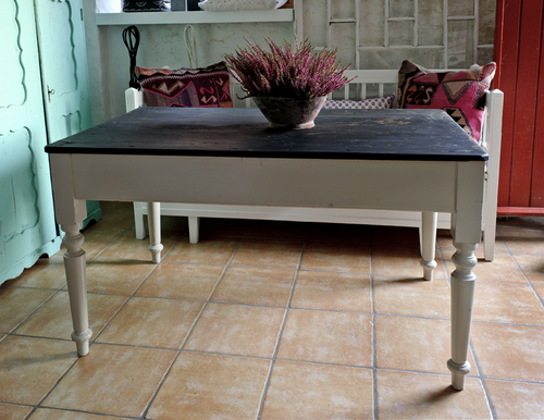 Vackert gammalt matbord  SÅLT