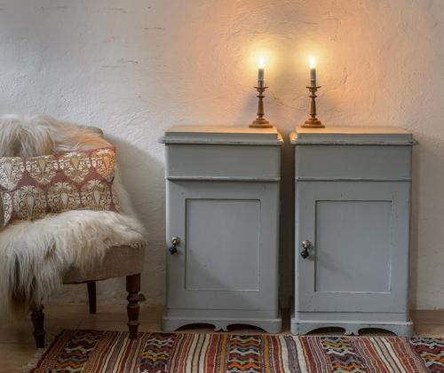 Vackra antika sängskåp   SÅLDA
