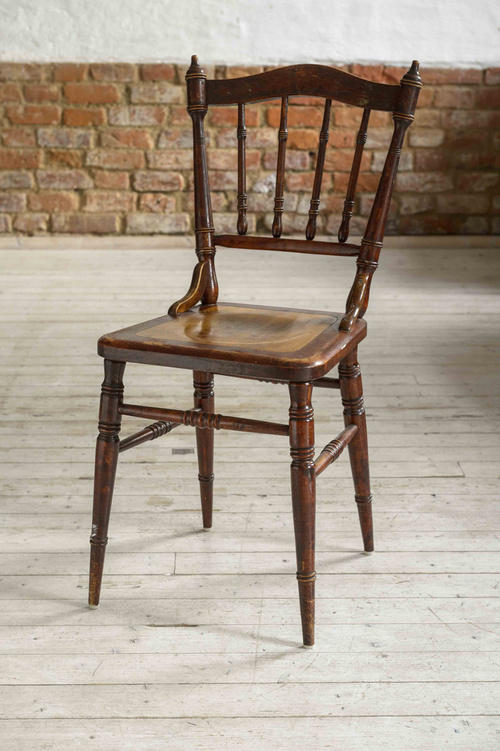 Fina gamla stolar i brunt    SÅLDA