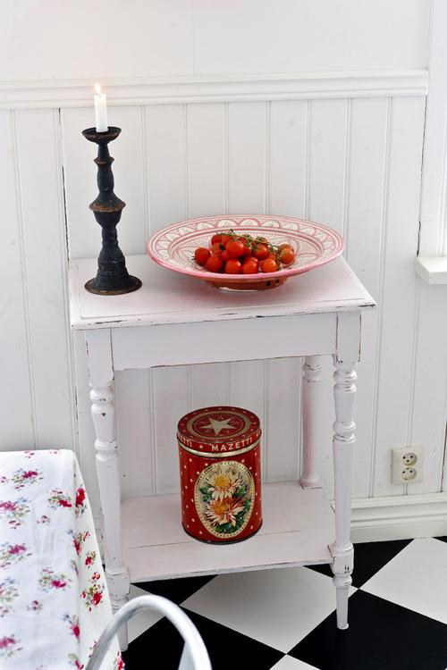 Litet pastell rosa avlastningsbord  SÅLT