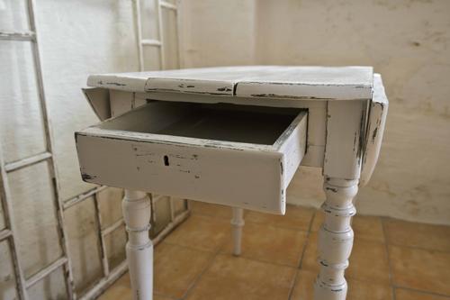 Grått gammalt klaffbord  SÅLT