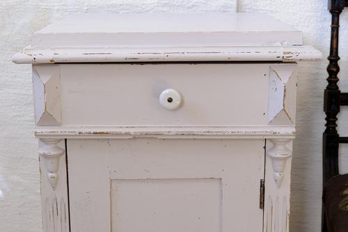 Blekrosa litet pottskåp   SÅLT
