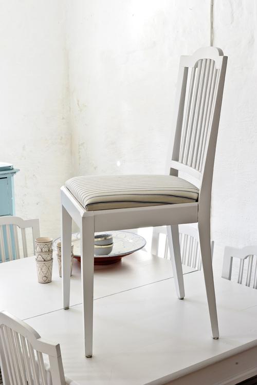Vita stolar från 1920-talet     SÅLDA