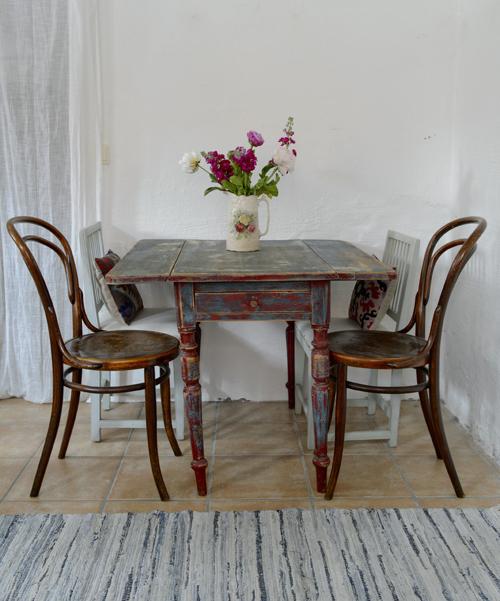 coolt och ruffigt  gammalt klaffbord   SÅLT