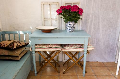 vackert bord i turkost     SÅLT