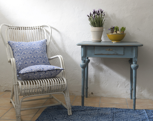 Litet fint avlastningsbord i blått  SÅLT