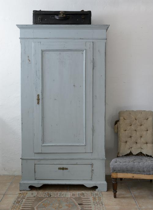 Vackert grå/turkost klädskåp  SÅLT