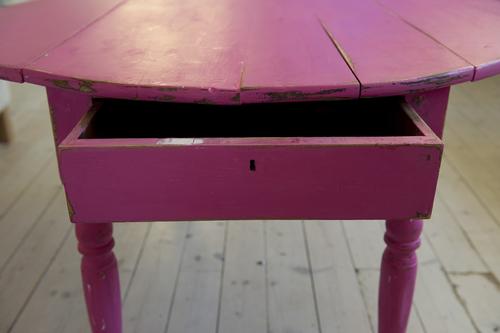 Häftigt gammalt soffbord med låda    SÅLT
