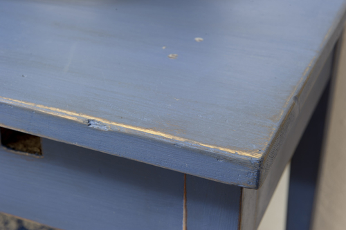 Ett sommarfint gammalt avlastningsbord    SÅLT