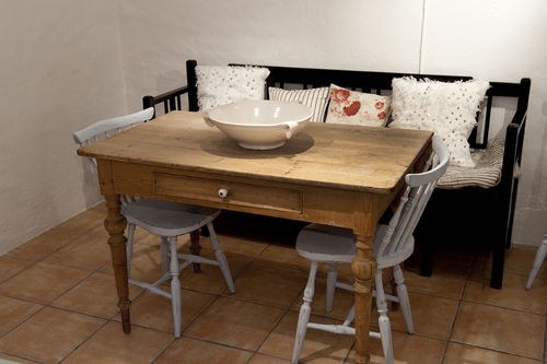 Matbord med låda  SÅLT