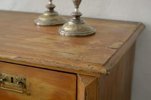 Vacker brun skänk i originalfärg   SÅLD