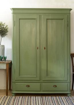 Skönt grönt gammalt skåp