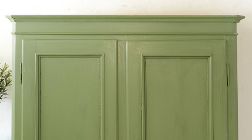 Skönt grönt gammalt skåp    SÅLT