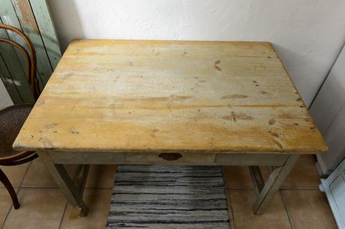 Rustikt gammalt bord   SÅLT