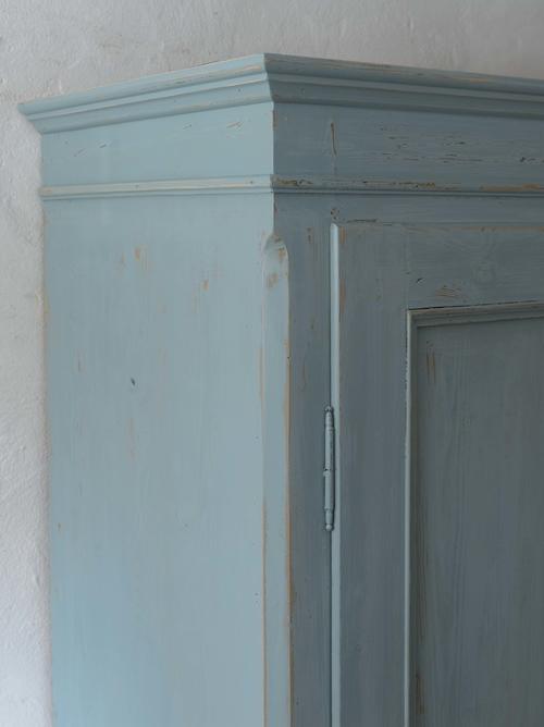 Unikt gammalt klädskåp i blå/turkost    SÅLT