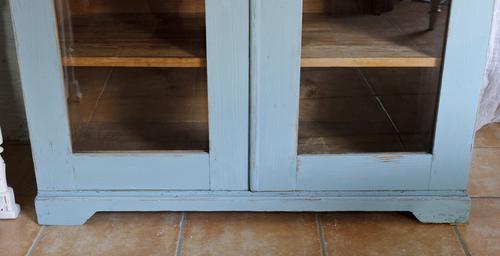 Vacker gammal skänk med glasdörrar  SÅLD
