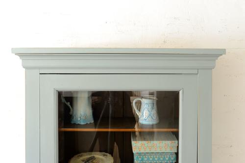 Vackert vitrinskåp grå/turkost