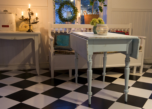 Gammalt klaffbord med svarvade ben     SÅLT